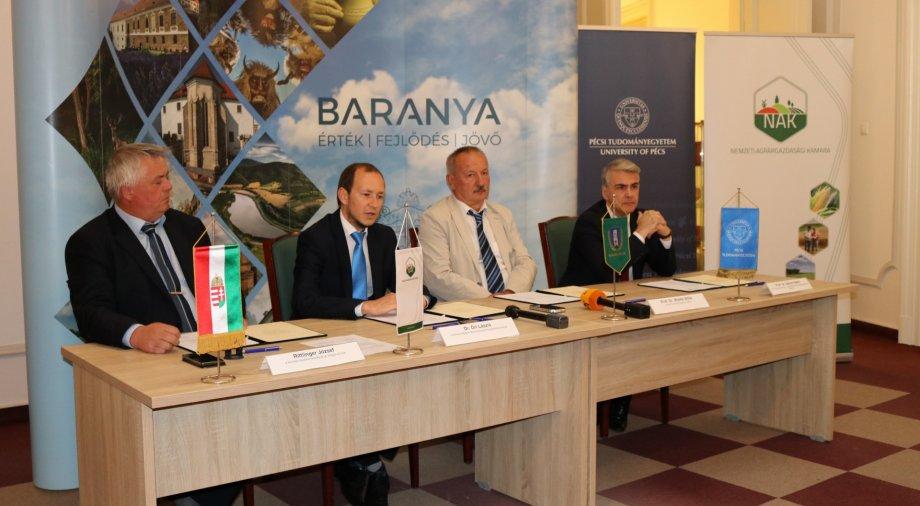 Együttműködési megállapodást kötött a Baranya Megyei Önkormányzat, a Nemzeti Agrárgazdasági Kamara és a Pécsi Tudományegyetem