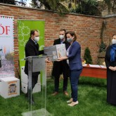 Befőzőautomatákat és orvosi maszkokat kapott a Pécsimami Egyesület