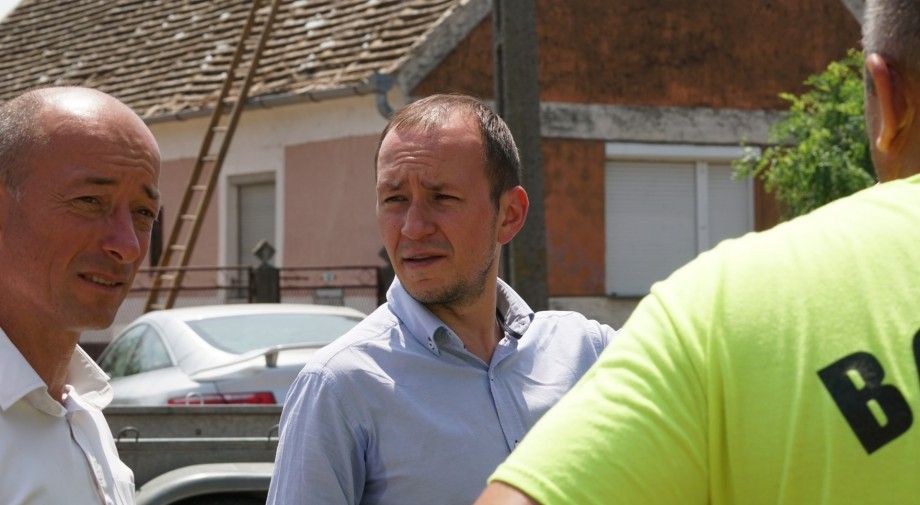 Őri László: Példátlan összefogással dolgoznak Sellyén a károk felszámolásán