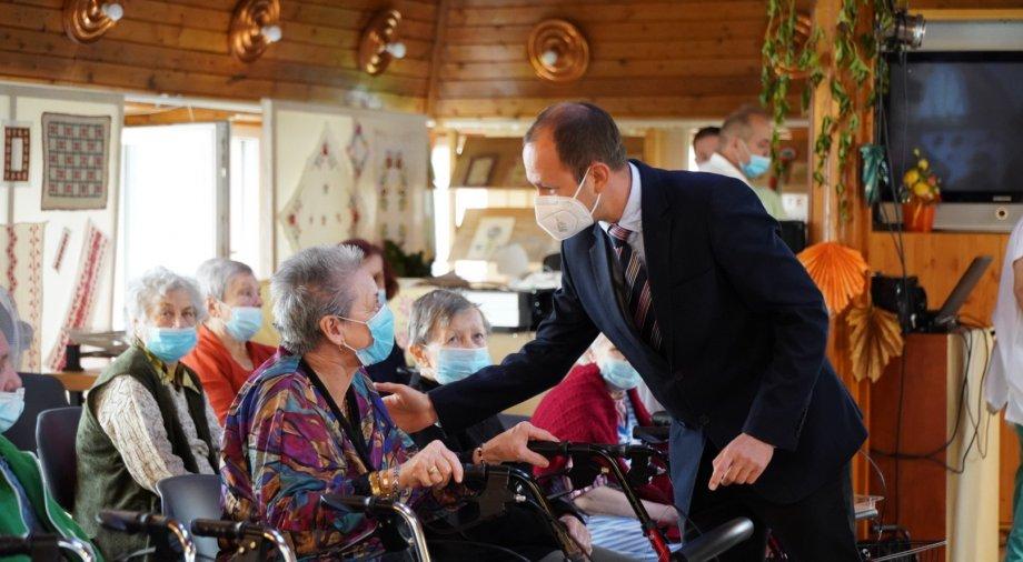 Őri László: Tisztelet és köszönet az időseknek, hiszen kemény munkájukkal ők építették fel az országot a mi nemzedékünk számára.
