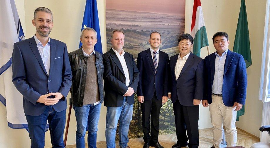 Kína leggazdagabb tartományának képviselőjével tárgyaltunk