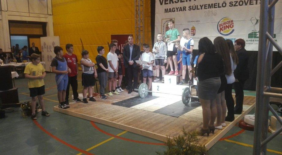 Tini Országos Súlyemelő Bajnokságon Kisbéren